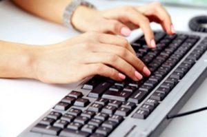 手掌多汗症についてネットでよく調べる様子